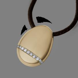 Pendentif galet large diamants blancs en or jaune 750 millièmes sur cuir.