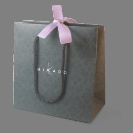 Le sac cadeau de la collection de bijoux pour enfants MIKADO.