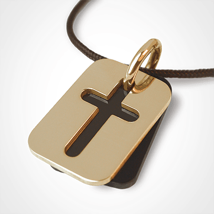 Médaille de baptême HALLELUJAH en or jaune 750 millièmes, corne naturelle et cordon chocolat de la collection MIKADO.