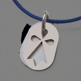Medalla de bautismo ERMINI de plata 925 milésimas y cordón azul jeans de la colección de joyas para niños MIKADO.
