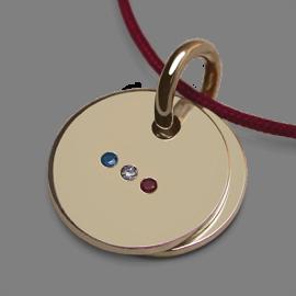 Pendentif de naissance HOMELAND en or jaune 750 millièmes et cordon cerise de la collection de bijoux pour enfants MIKADO.