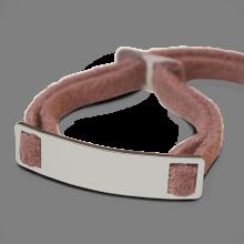 Bracelet SKIN en or blanc 750 millièmes et daim rose de la collection de bijoux pour enfants MIKADO.