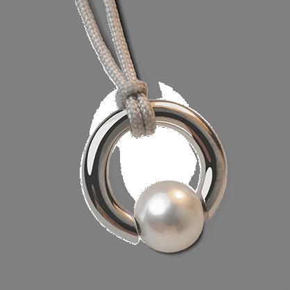 Colgante MOANA de plata esterlina 925 y perla blanca de la colección de joyería infantil MIKADO.