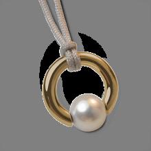 Pendentif MOANA en or jaune 750 millièmes et perle blanche de la collection de bijoux pour enfants MIKADO.