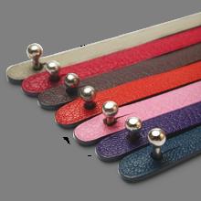 Cierre de oro blanco 750 milésimas de las pulseras de cuero de la colección de joyería infantil MIKADO.
