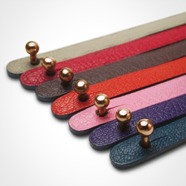 Ball clasp in 750 pink gold and leather strap color chart by MIKADO jewellery collection for kids.
