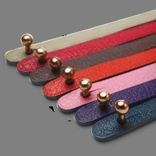 Cierre de oro rosa 750 milésimas de las pulseras de cuero de la colección de joyería infantil de MIKADO.