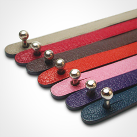 Ball clasp in 750 white gold and leather strap color chart by MIKADO jewellery collection for kids.