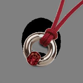 Pendentif NEWBORN grenat en argent 925 millièmes et cordon cerise de la collection de bijoux pour enfants MIKADO.