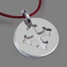 Médaille de baptême ROYAL en or blanc 750 millièmes rhodié et cordon cerise de la collection de bijoux pour enfants MIKADO.